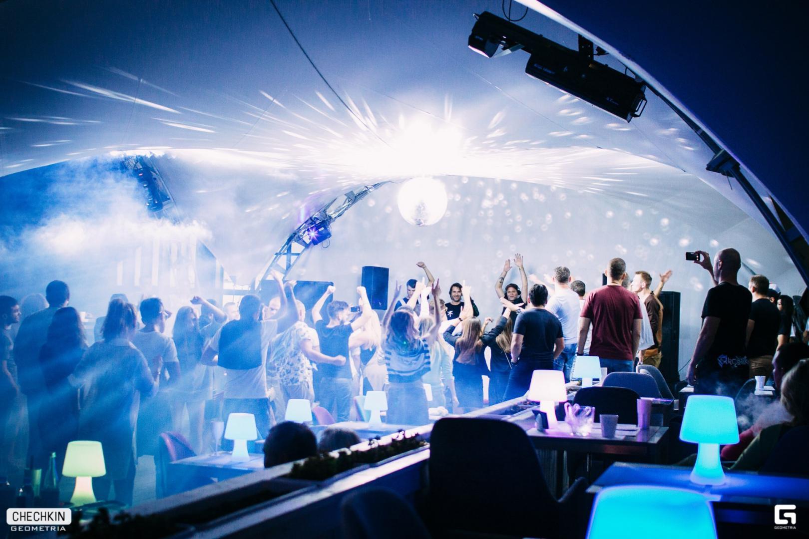 Ночной клуб москвы с бассейном стрип клуб во львове