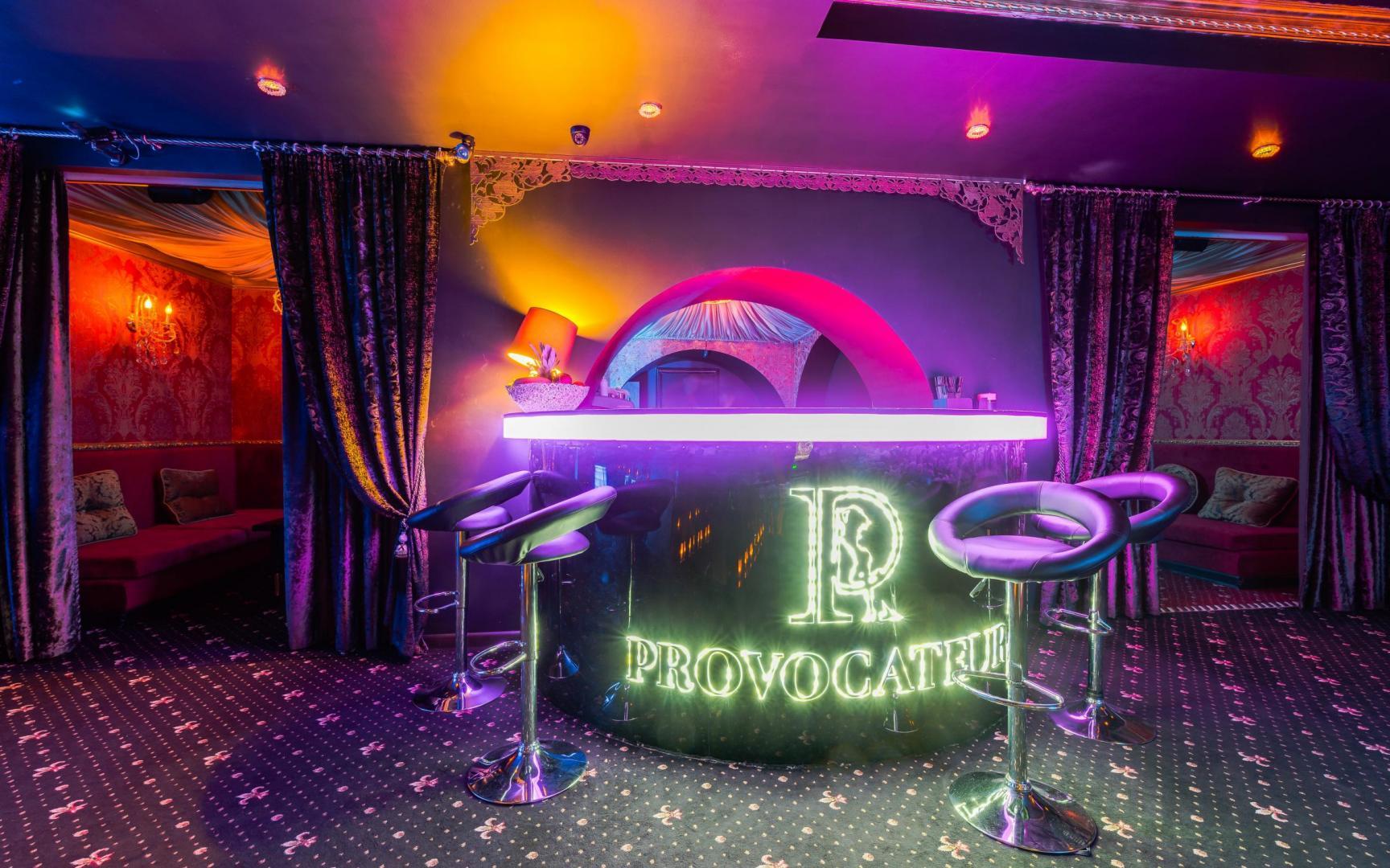 Стриптиз ночной бар секс в ночном клубе бесплатное видео